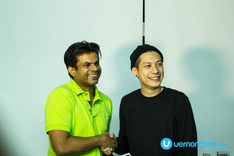 Malaysian fashion designer Joe Chia receives midnight delivery of iPhone 6s from Maxis Express