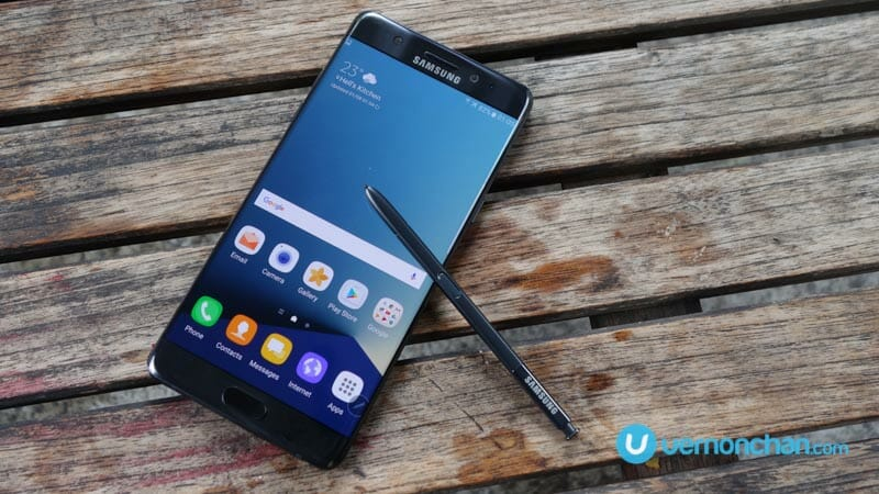 Samsung halts global sales of Galaxy Note7 as precaution over battery defect