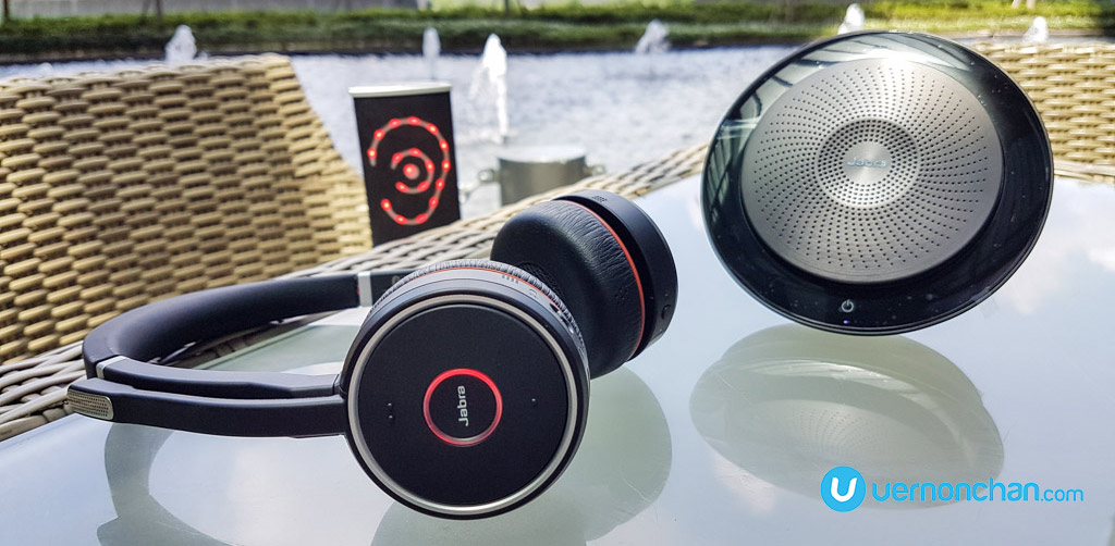 Jabra Evolve 75 Keeps Distracting Cat Videos And Colleagues At Bay In The Office