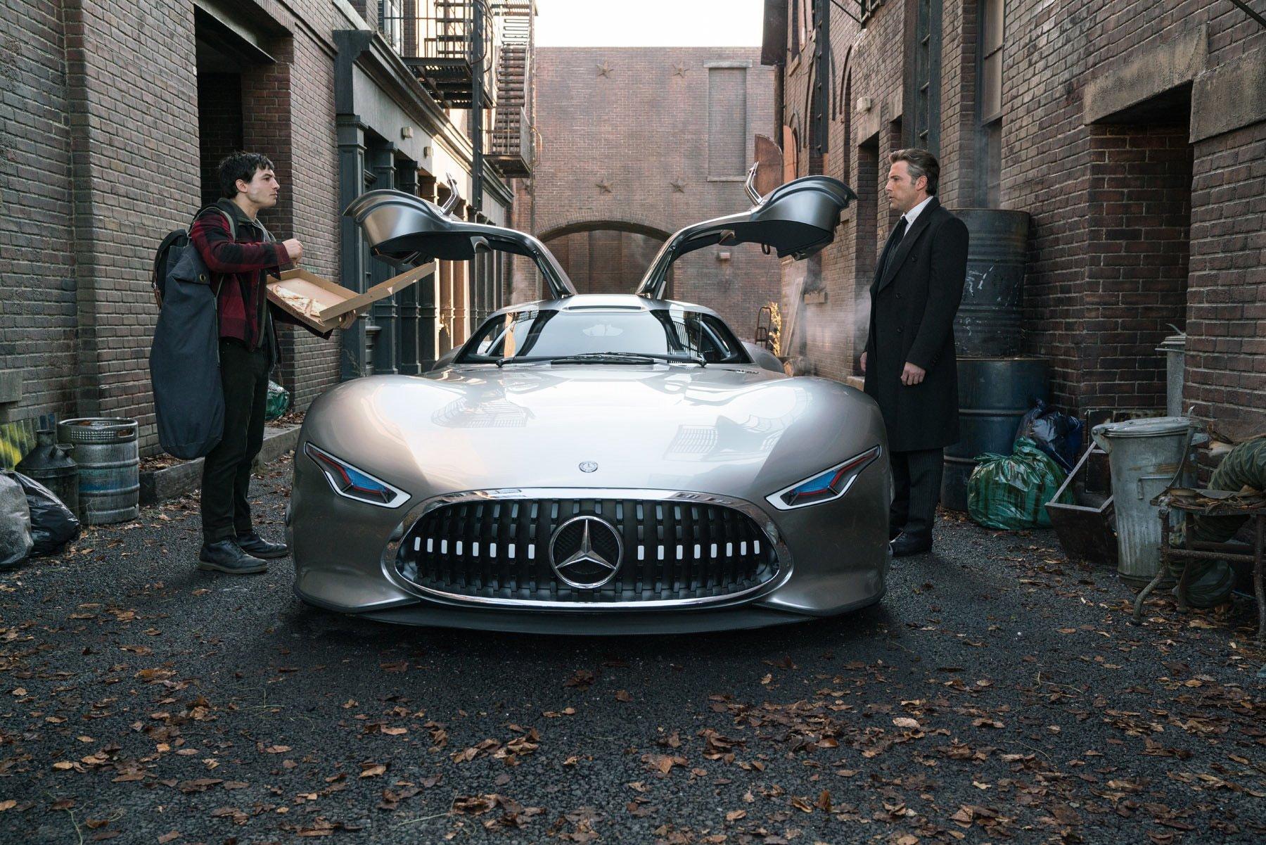 Batman Ditches Batmobile For A Civilian Merc In Justice League