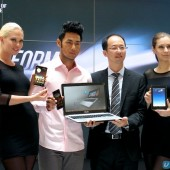 ASUS Southeast Asia Regional Director for System Business Group, Rex Lee with models posing with the new ASUS line-up.