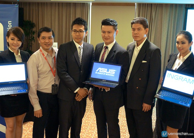 ASUS Malaysia Country Manager, Jimmy Lin and ASUS Country Product Manager for Commercial Business, CN Ng at the launch of the new professional series notebooks.