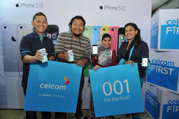 Celcom_iPhone5s_launch_first