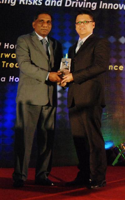 Datuk Dr Mohd Irwan Serigar Abdullah, Deputy Secretary General of the Treasury, MVCA presenting the MVCA award to Peter Tam, Director of Local Software Innovations, Microsoft Malaysia thumb