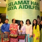 Maxis employees distributing Hari Raya cookies to Maxis customers at the KLCC Maxis Centre recently.