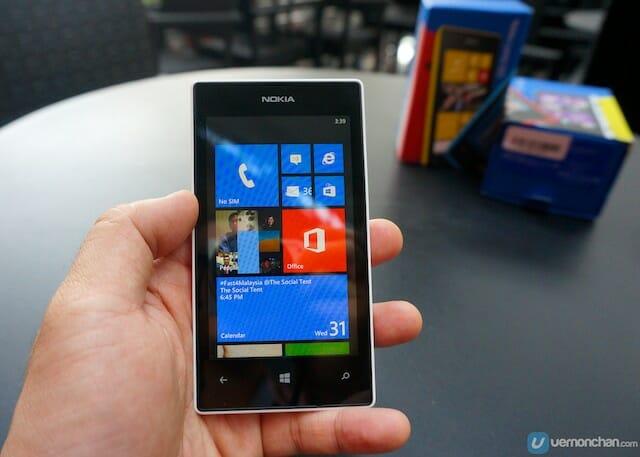 Nokia_Lumia_520_8