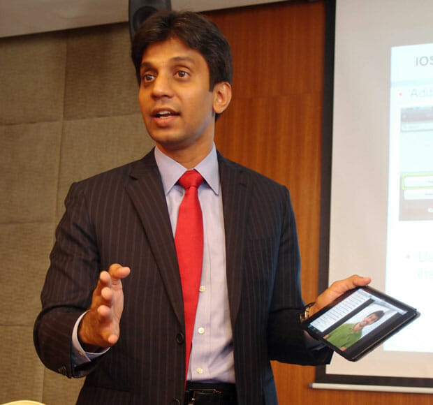 Sunil-Chavan,-Director,-Software-Group-&-Cloud-Solutions,-Asia-Pacific,-HDS-demonstrates-how-easy-it-is-to-use-HCP-Anywhere