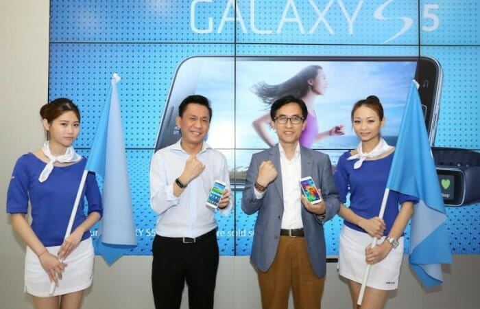 Samsung Malaysia hands surprise goodies to 55 selected GALAXY S5 owners
