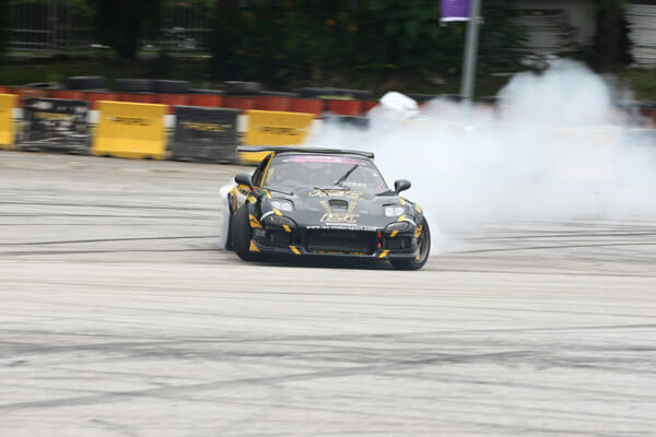Smoke-and-Screeching-tires-add-to-the-spectacle-of-drifting