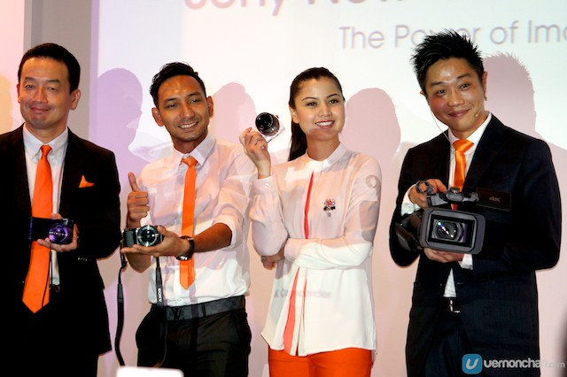 Sony Malaysia MD Kikuo Okura with Sony Camera brand ambassadors Zizan 'Raja Lawak' and Lisa Surihani.