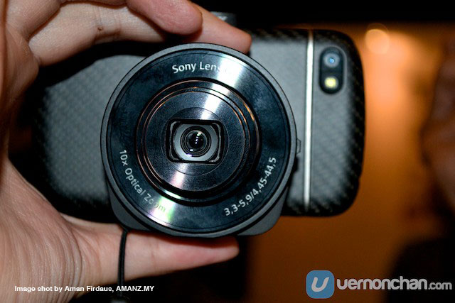 Sony-QX10-on-a-BB-Q10-1