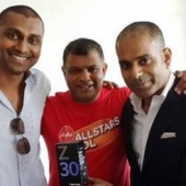AirAsia's Tony Fernandes Spotted with a BlackBerry Z30