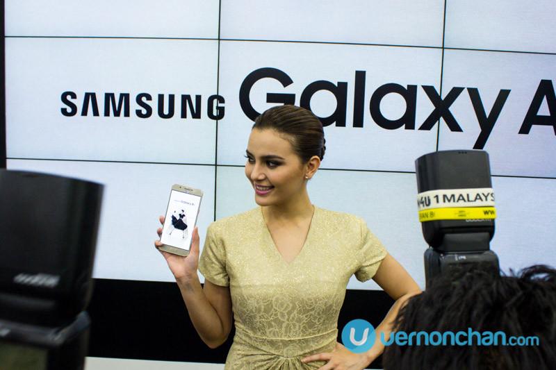Juliana Evans with Samsung Galaxy A8